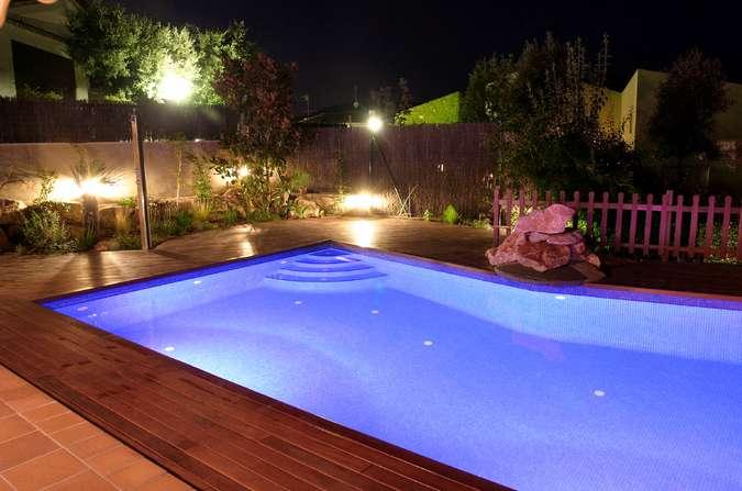 RGB прожектор для бассейна